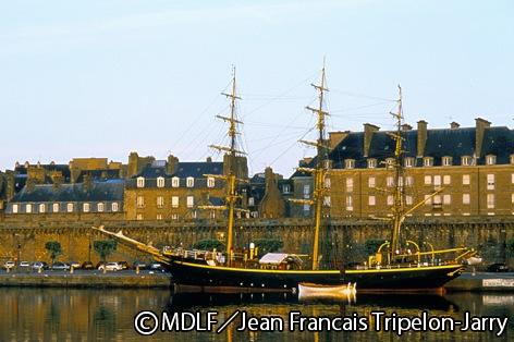 海賊の伝説が残る港町サンマロ(イメージ)