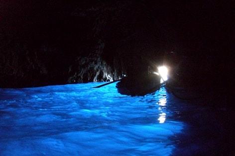 カプリ島「青の洞窟」