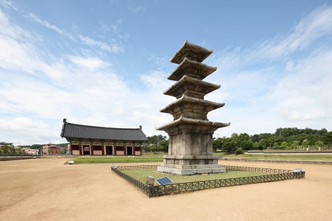 定林寺址五重石塔