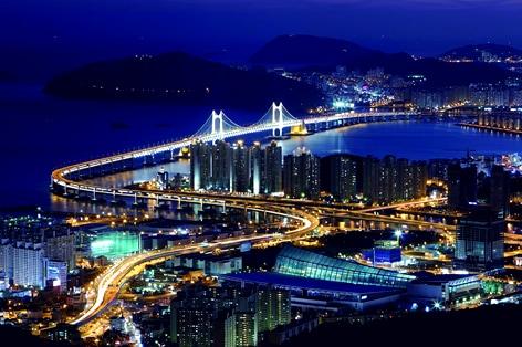 夜景にうっとり広安大橋