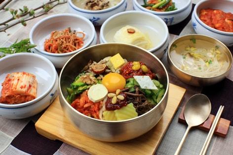 彩り鮮やかな韓国の伝統料理「ビビンパ」