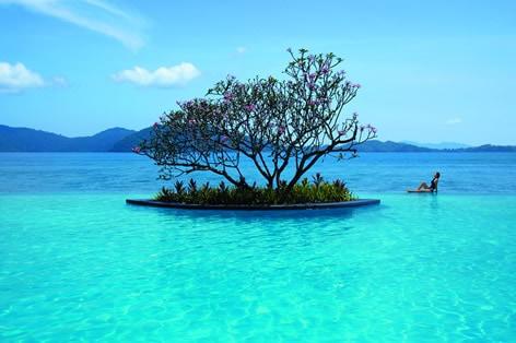 海外旅行 珊瑚に囲まれた島 サピ島