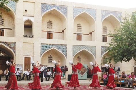 民族舞踊のショー