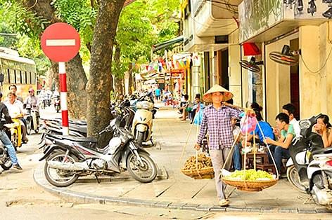 風情あるハノイの街を散策