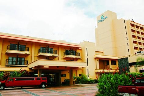グアム・プラザ・ホテル(外観)