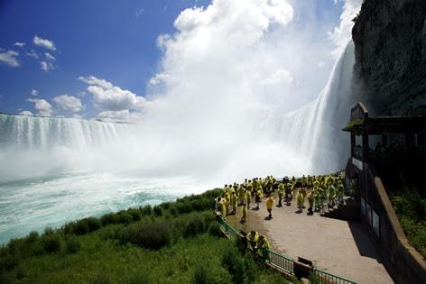 滝の裏側観光