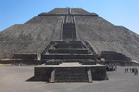 世界遺産テオティワカン遺跡(太陽のピラミッド)