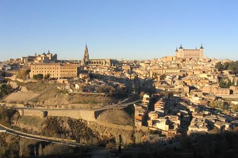 城壁に囲まれた街 古都トレド