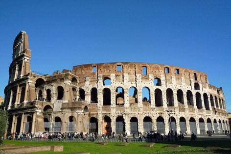 約2000年前に建設の圧巻の円形闘技場コロッセオ