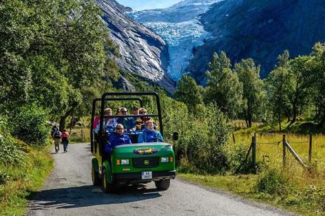 添乗員同行の旅 北欧 ブリクスダール氷河観光へもご案内